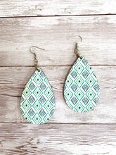Load image into Gallery viewer, Geometric teardrop earrings - 3 colors to choose from