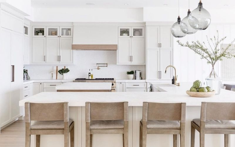 A Warm Kitchen Compound With White Overtones - Image by @puresaltinteriors