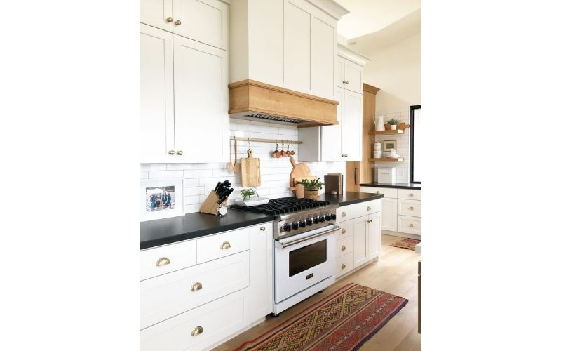 A Kitchy Kitchen With A Touch Natural Elements - Image by @lindsay_hill_interiors