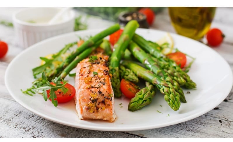 Baked Halibut with asparagus