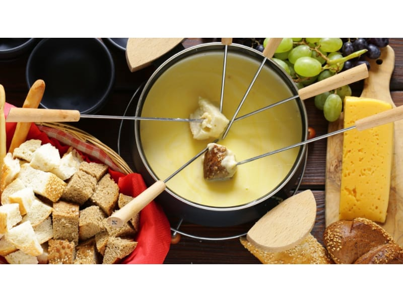 Cheddar Beer Fondue with slices of bread