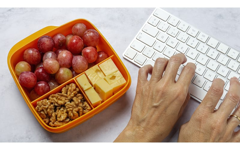 Working Lunch in a Compartmentalized Food Storage Container