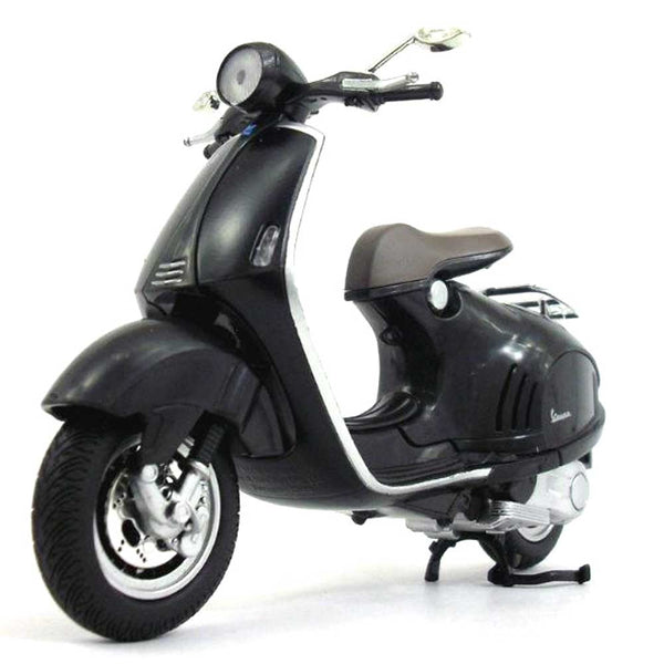 MOTO NEW RAY VESPA 946 ESCALA 1/12 - PRETO