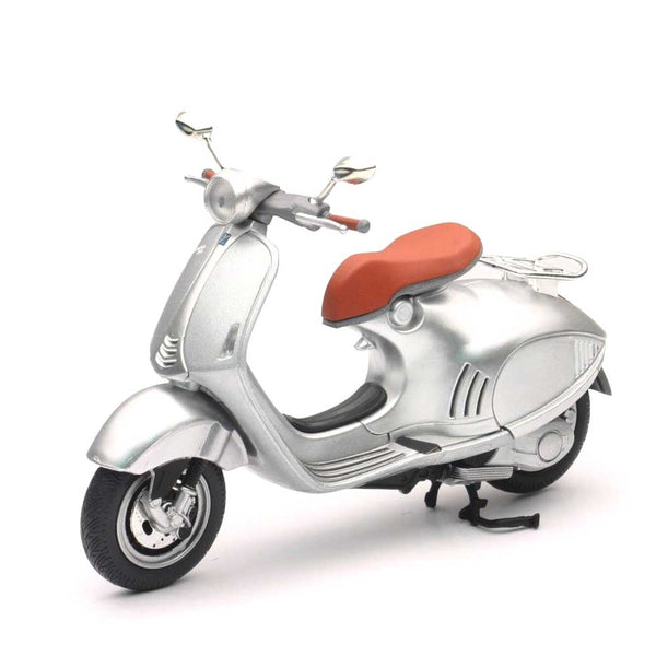 MOTO NEW RAY VESPA 946 ESCALA 1/12 - PRATA