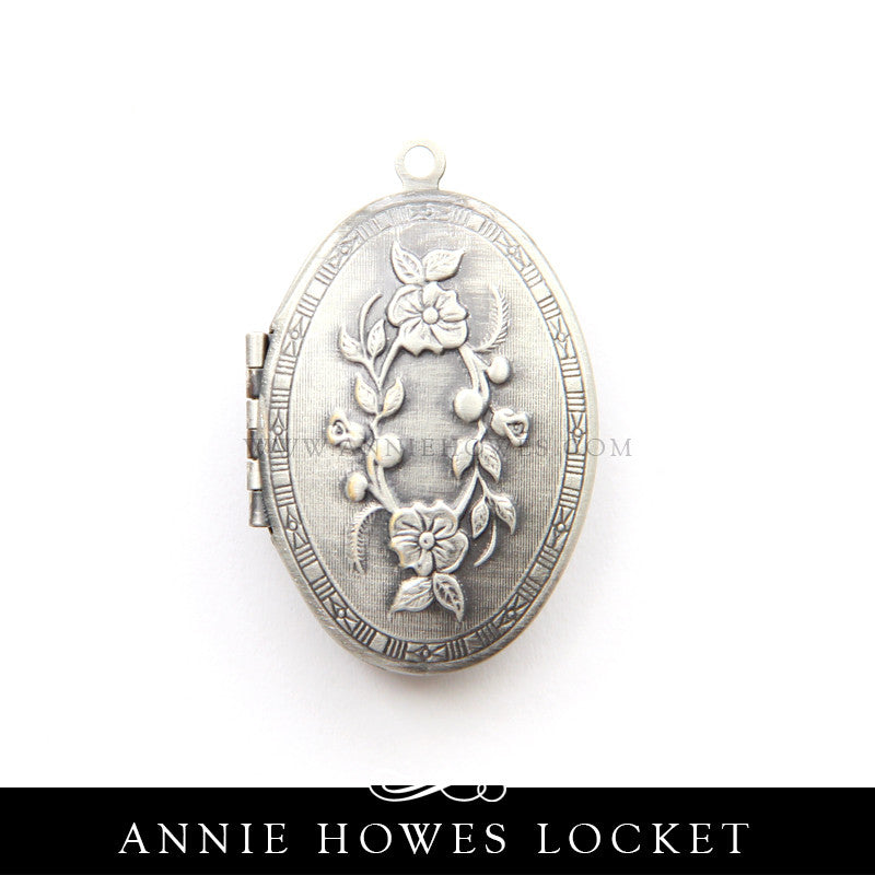 Oval Floral Locket - LKT-OVL-FL