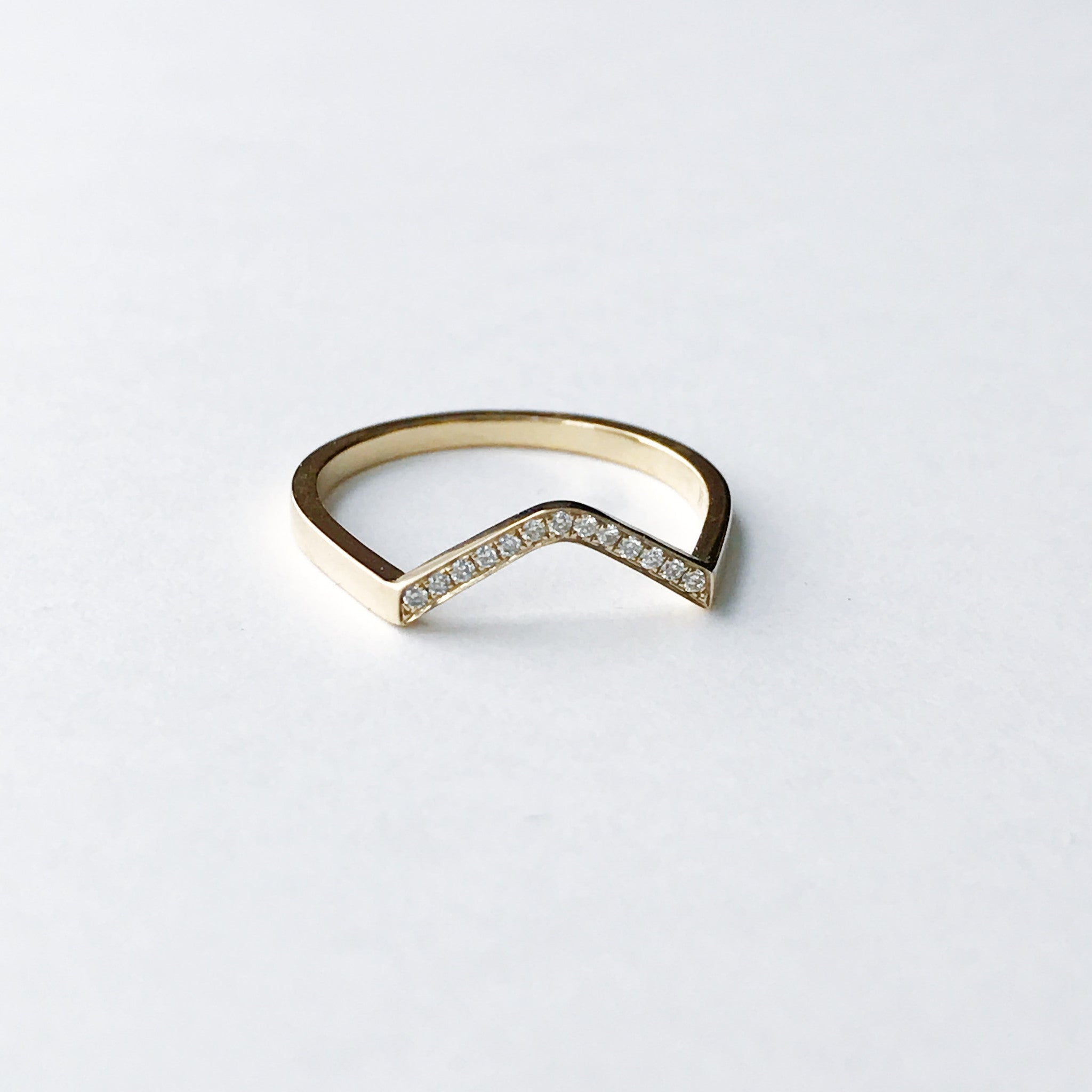 Diamond curved ring