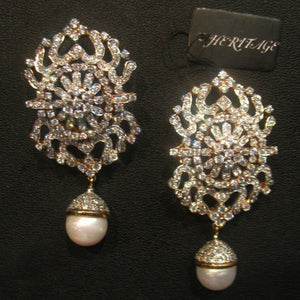 Earrings in pearls