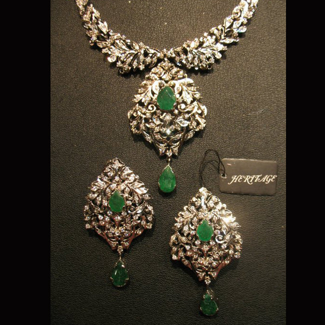 Necklace set in jade-0