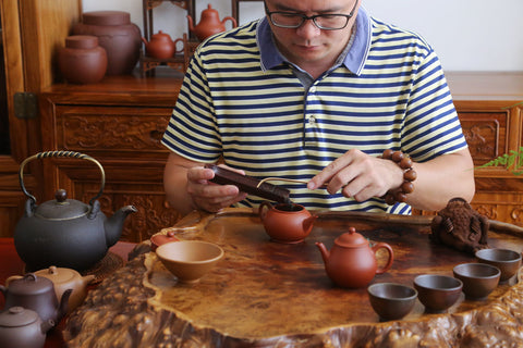 Lin Hanpeng and his teapots.