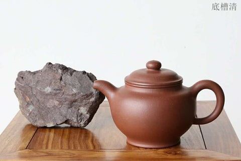 Dicaoqing ore on the left, dicaoqing teapot on the right