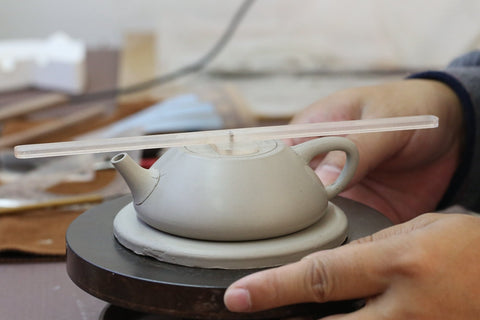 Making a benshan lüni shipiao Yixing Teapot by hand using a mold.