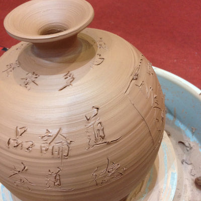 Nixing clay vase