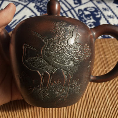 Nixing teapot with carvings