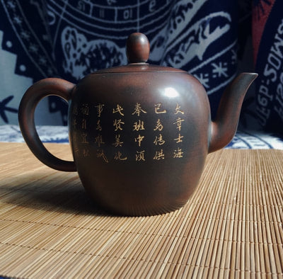 Nixing teapot with carving