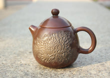 Load image into Gallery viewer, 210ml Longdan Nixing Teapot with Peony Carving by Li Changquan and Calligraphy by Qiu Yi Feng