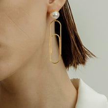 Load image into Gallery viewer, Paper clip pearl earrings