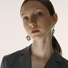 Load image into Gallery viewer, X hollow square earrings