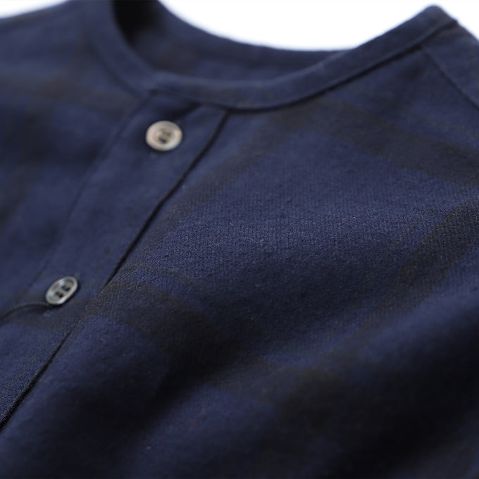 EAST END HIGHLANDERS <br>【21AWご予約】Collarless Shirt<br>カラーレスシャツ