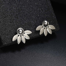 Load image into Gallery viewer, Crystal Flower Stud Earrings