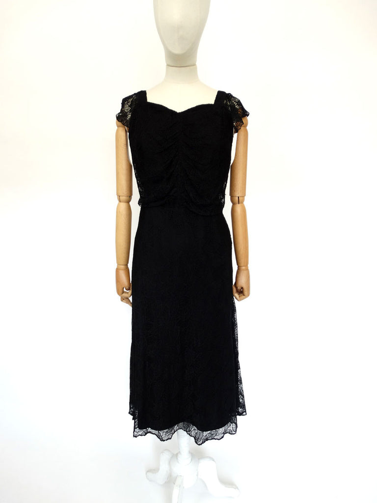 VINTAGE 1940s LACE EVENING DRESS 12