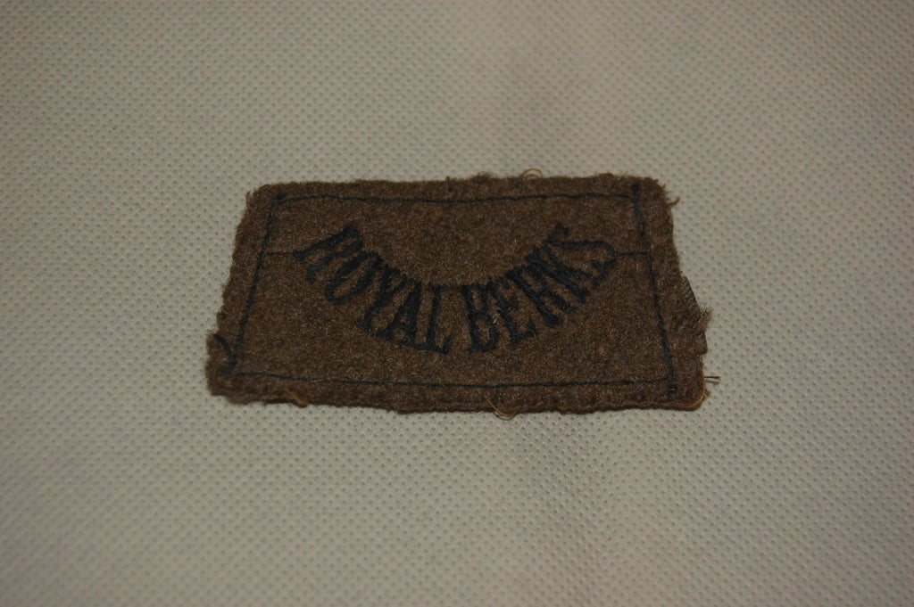 The Royal Berkshire Regiment WW2 slip-on shoulder-strap title