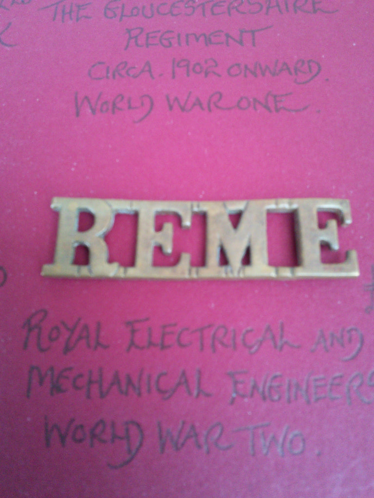 WW2 original REME metal shoulder title