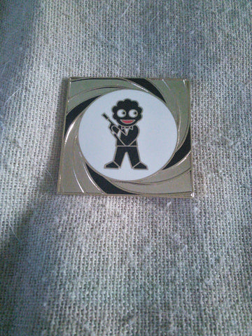 Golly pin badge '007' James Bond