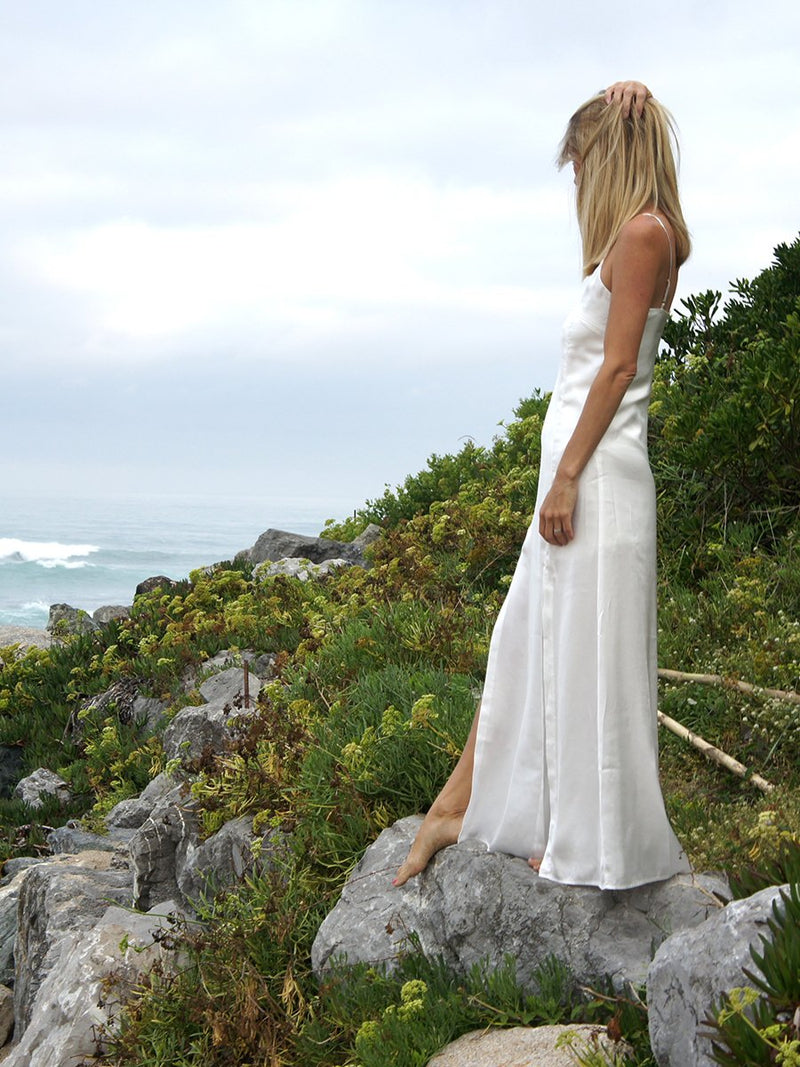 Maxi dress in white satin with long leg splits - side
