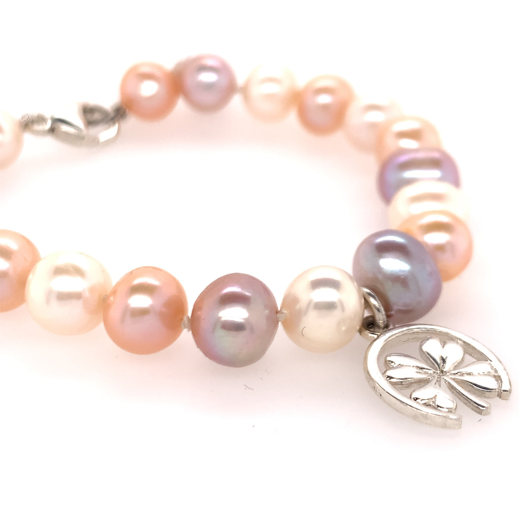Equestrian horseshoe and clover pearl bracelet