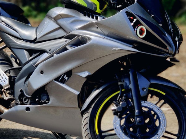 Yamaha | R15 | Side panel and belly