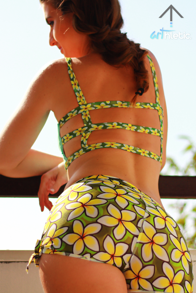 Plumeria Garden Shorts (M) - Arthletic Wear