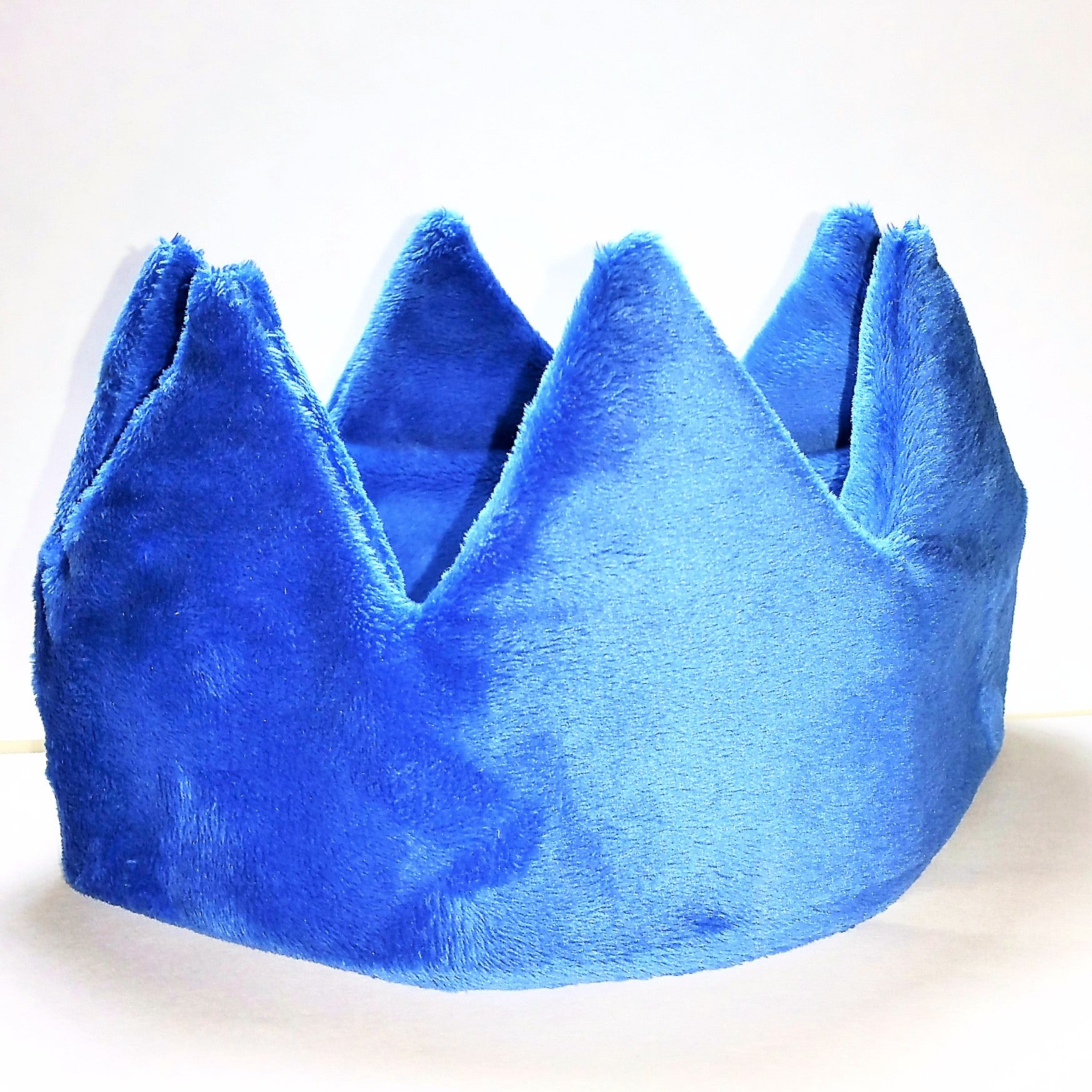 Plush crown (sample)