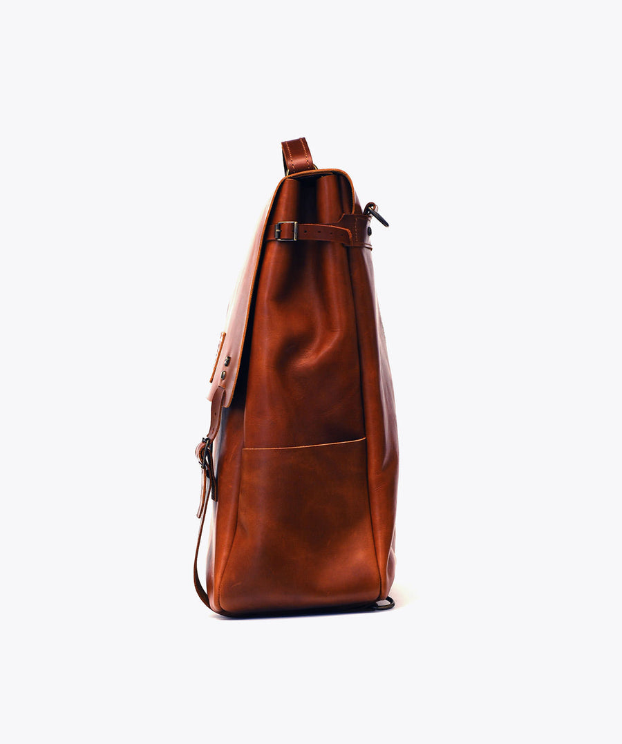 Candeeiros Backpack. Ideal&co. Leather backpack. Versatile design.