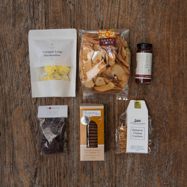 A lovely little selection of both savoury and sweet treats that includes bagel crisps, crackers, relish, hokey pokey, biscuits and marshmallow.