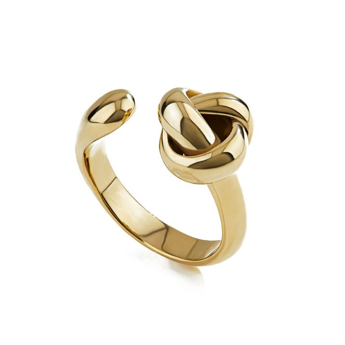 Knot Ring - Chiara Quatrale. Handmade bronze ring. Each creation is to be considered unique and, being an artisan production, the product may vary slightly from the image. In fact, the lost wax casting technique does not allow to obtain perfectly identical pieces and each slight difference must be considered a characteristic of value and uniqueness.