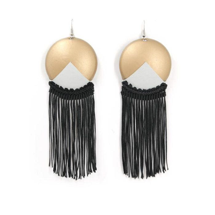 Teorema Earrings - Peekaboo!. Can bottoms earrings in gold color with white leather application. Black fluid fringes crocheted with cotton yarn.