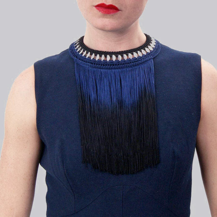 peekaboo! maxi necklace with blue fringes