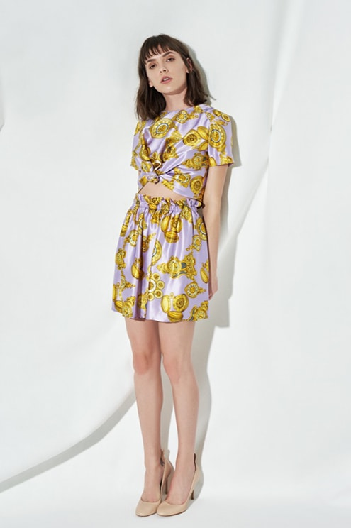 Total look Caterina Gatta with printed crop top and printed shorts