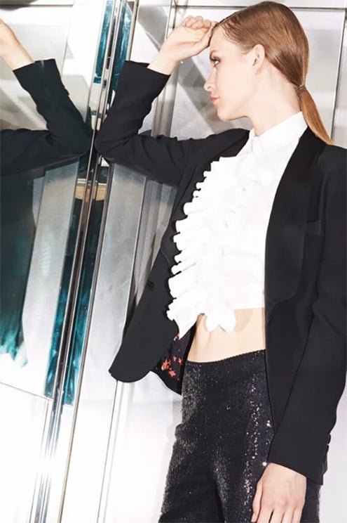 Total look Sartoria 74 with crop top white shirt and black jacket