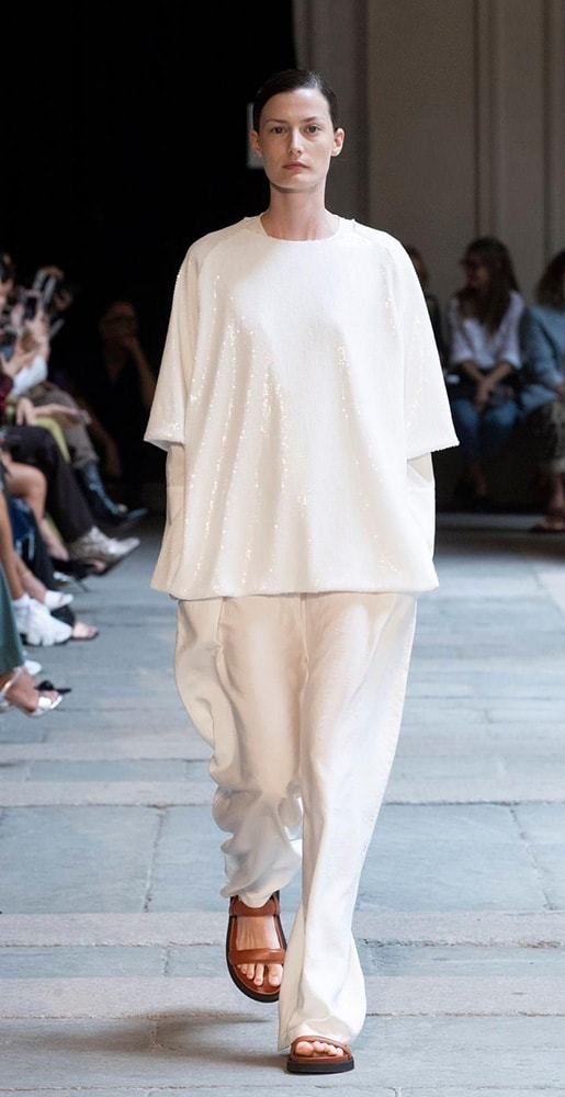total calcaterra look with white trousers