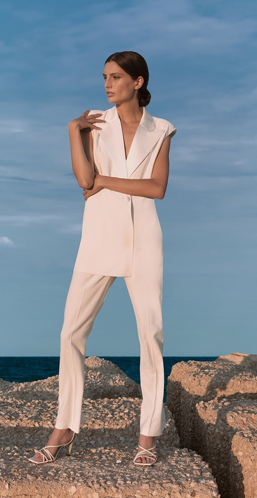 total federica tosi look with white pants