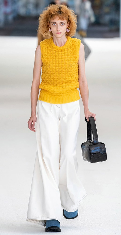 total look sunnei with white pants