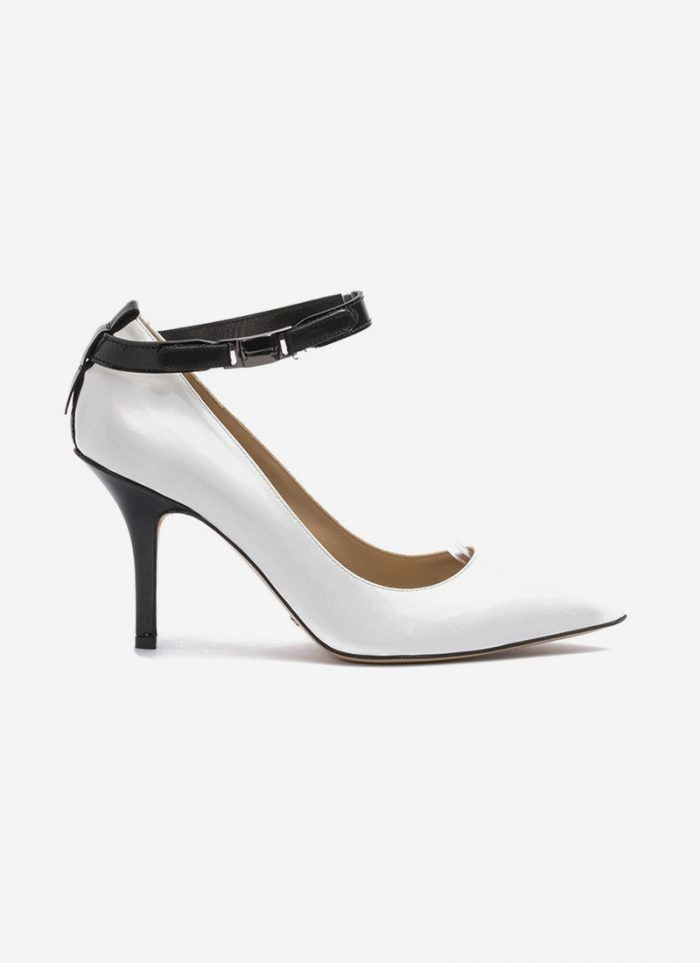 Shoes: a new approach for contemporary women.