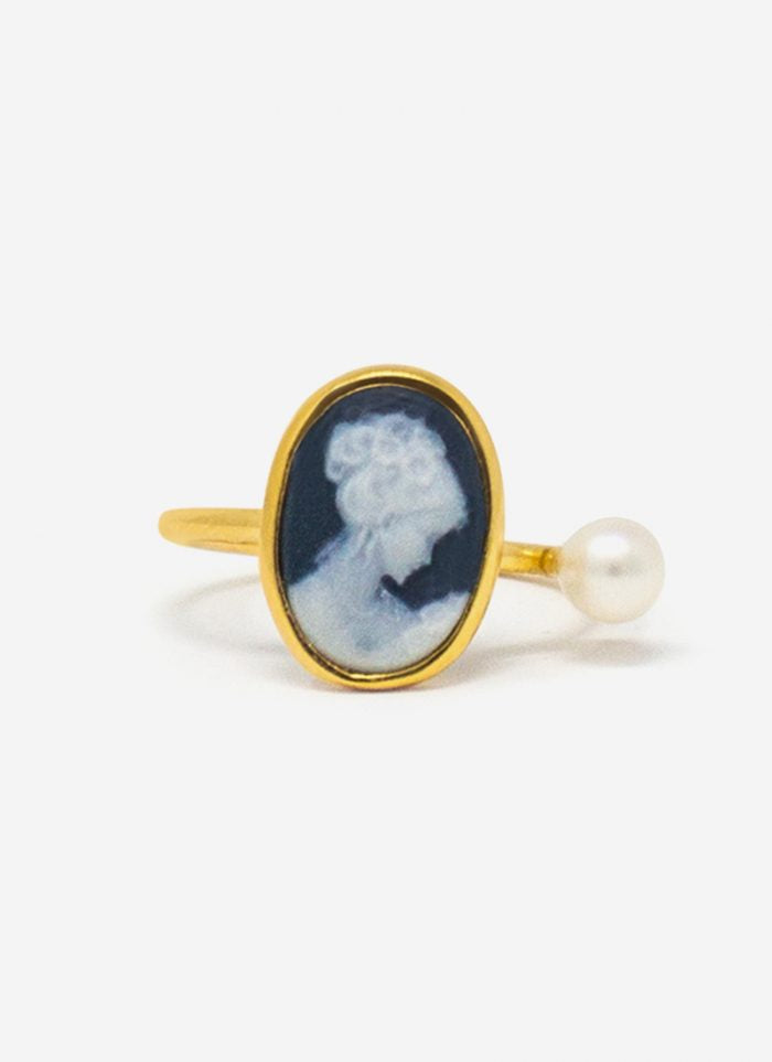 The Look Blue: gold-worked ring with pearl by Vintouch
