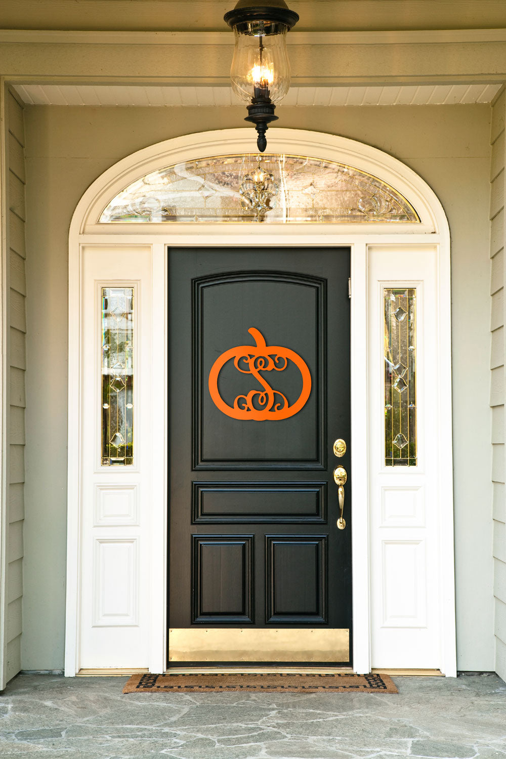 monogrammed wood door at pinkandlulu.com