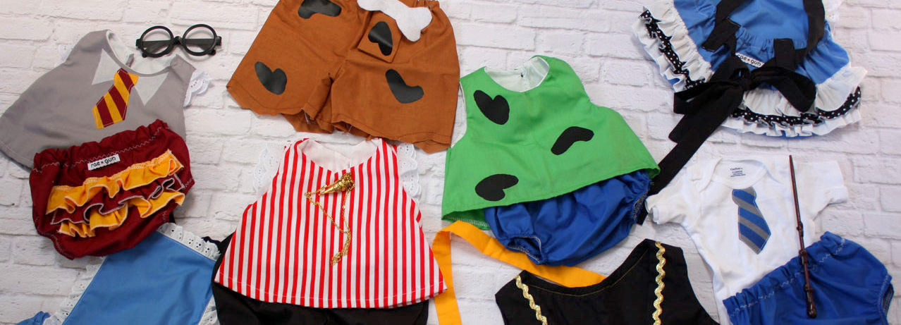 Best sibling costumes for babies. Harry Potter, Pirates, and Alice in Wonderland, Pebbles and Bam Bam Flinstones and more!