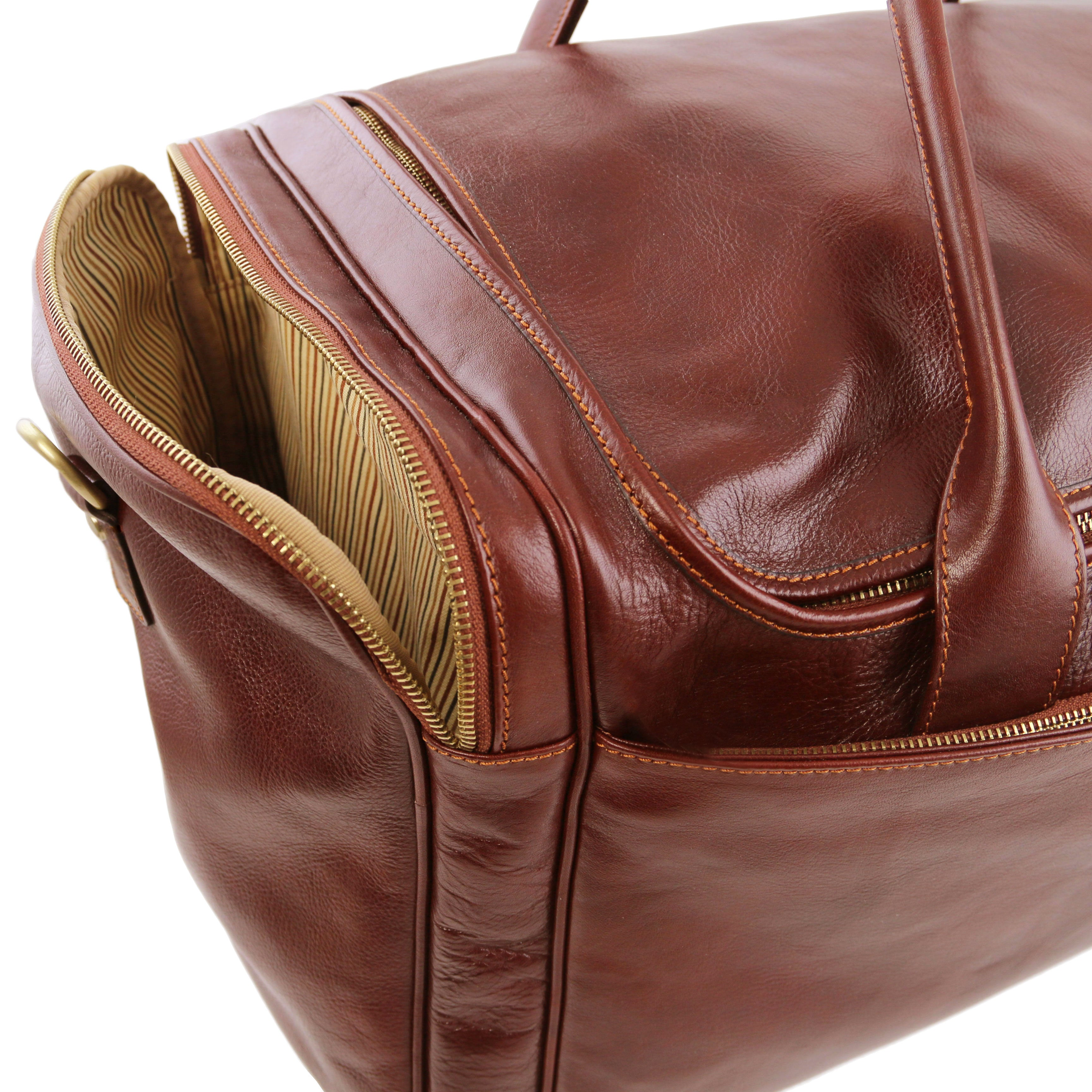 Voyager Travel leather bag with side pockets - Large size