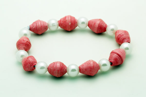 Bracelet with recycled beads and white pearls