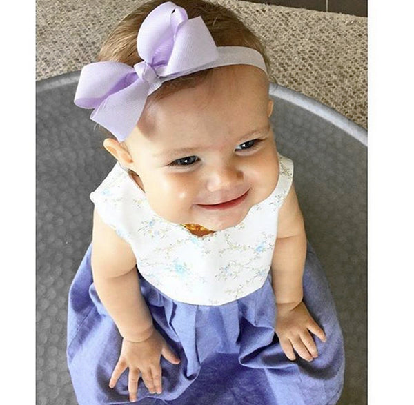Everly wears lilac small bow baby headband (Faye)