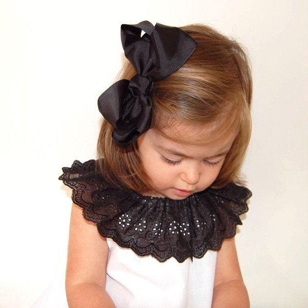 Jessie modelling Misty big bow hair clip in black
